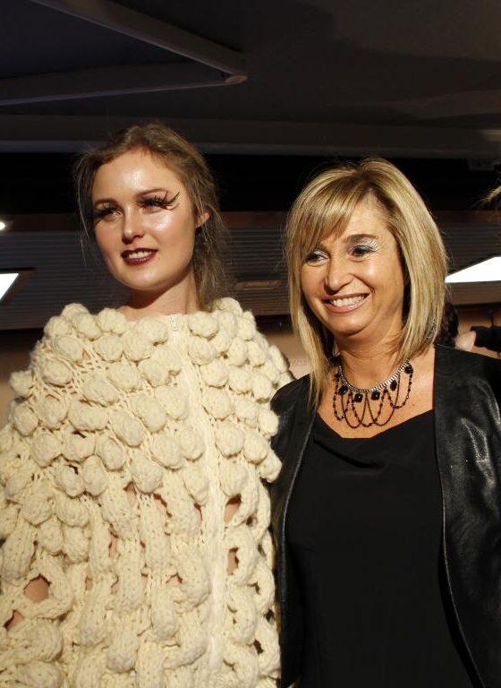 Laura-Boldi-con-modelo con cazadora de lana merina trashumante española